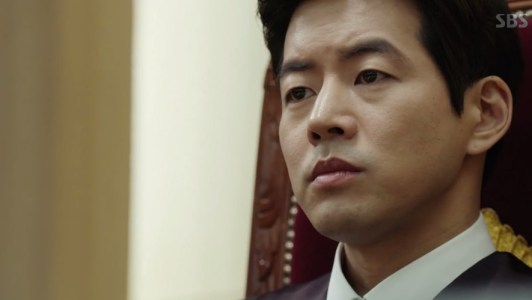 韓国ドラマ「耳打ち(ささやき)」第1話 信念の判事イ・ドンジュン