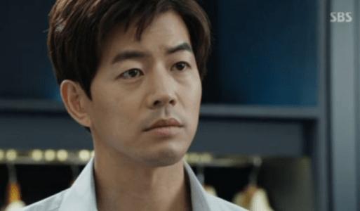 韓国ドラマ「耳打ち(ささやき)」4話 チェ・スヨンと話すイ・ドンジュン