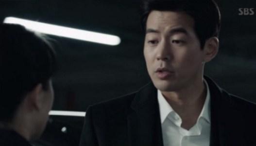 韓国ドラマ「耳打ち(ささやき)」第1話 答えるイ・ドンジュン