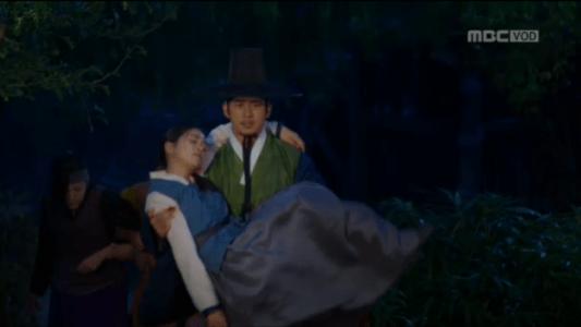 獄中花(オクチュンファ)第39話 オンニョを抱えるユン・テウォン