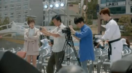 韓国ドラマ「サム、マイウェイ」10話 カメラの準備をするチェ・チョンガプ