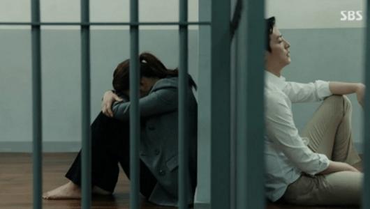 韓国ドラマ「耳打ち(ささやき)」第16話 留置場のチェ・スヨン