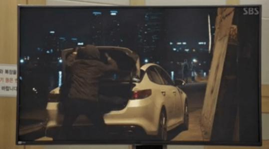 韓国ドラマ「耳打ち(ささやき)」第11話 シン・ヨンジュの車