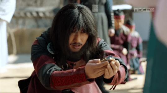 韓国ドラマ「君主(クンジュ)」2話 御牌を持つ揚水庁長