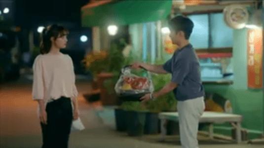 韓国ドラマ「サム、マイウェイ」13話 果物をプレゼントするチャン・ギョング