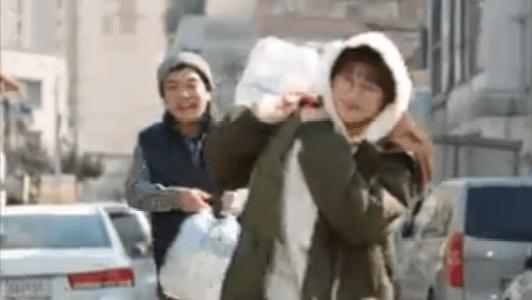 韓国ドラマ「お父さんが変」1話 水を買うビョン・ミヨン