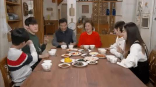 韓国ドラマ「お父さんが変」1話 家族揃って朝ご飯