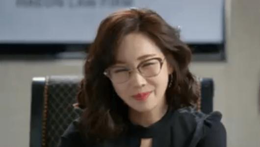 韓国ドラマ「お父さんが変」1話 仕事をするビョン・ヘヨン