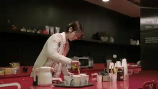 「お父さんが変」第4話 コーヒーを入れるミヨン