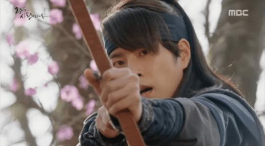 「王は愛する」第3話 矢を射るワン・リン