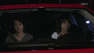 「名前のない女」第100話 ジウォンを乗せるヨリ