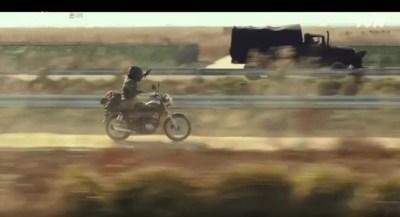 [愛の不時着] 第6話 バイクとトラックの銃撃戦になる