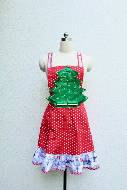 Free sewing pattern: Light up Christmas tree hostess apron