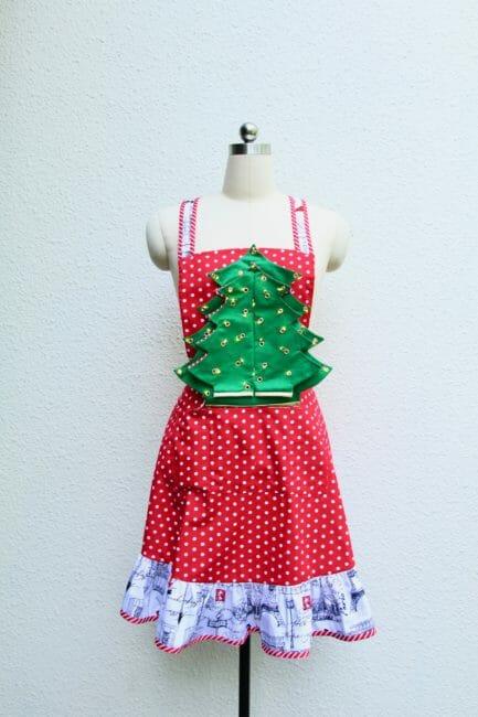 Free sewing pattern: Light up Christmas tree hostess apron