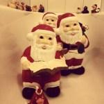Weihnachtsmänner in der Badewanne