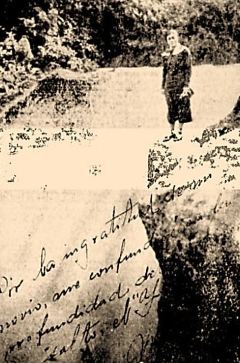 """Retrato de María Puerto, tomado momentos antes de arrojarse al Salto. María escribió sobre la fotografía lo siguiente: """"Por la ingratitud de mi novio me confundiré en la profundidad del misterioso Salto de Tequendama. María – XI -3 – 35."""