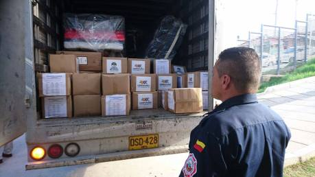 Alrededor del medio día de éste miércoles empezó a llegar la ayuda humanitaria para los damnificados.