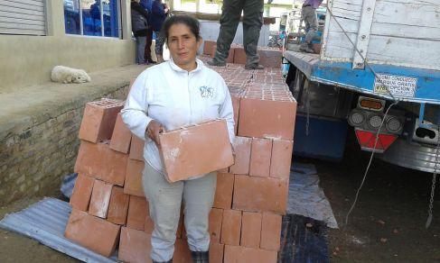 Mujer cabeza de hogar beneficiada.