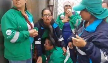 Atemorizadas las trabadoras de Aguas de Bogotá fueron acorraladas por las tropas del ESMAD.