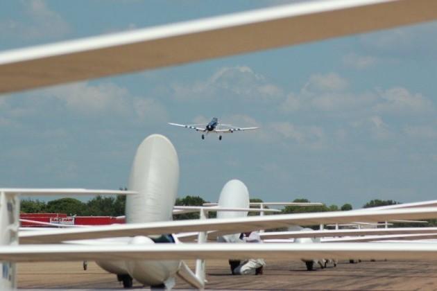 towplane returning