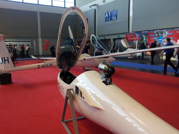 HpH from the Czech Republic republic displays their 304 Shark as selflaucher and jet sustainer. They announced that their newest project 304 Twin Shark (selflaunching twoseater) will probably be ready for its maiden flight by the end of the year.