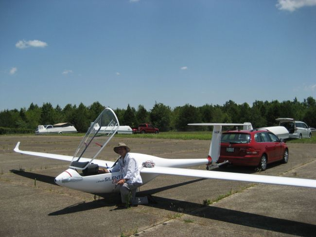 Francois Pin in Leo's (actually Jennifer's) Silent 2 FES ship.  Francois will be flying this in the Sports Class Nationals