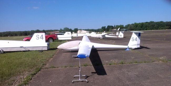 Gliders on the ramp at Tullahoma, Tenn