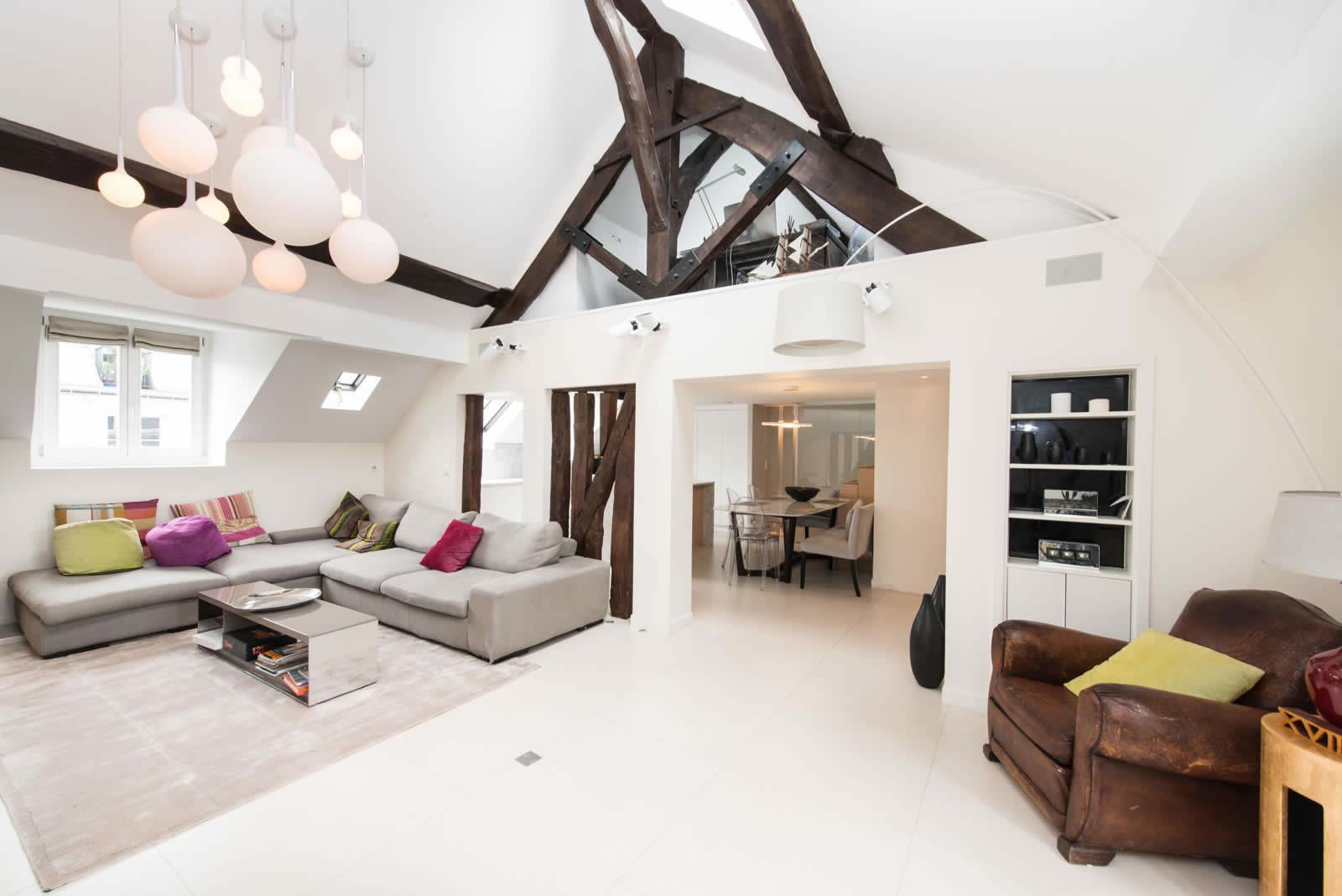 Appartement Entirement Renov Avec Belle Hauteur Sous