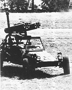 una versione sperimentale armata con due lanciarazzi per elicottero da 70mm