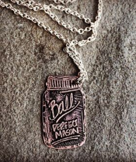 54ebad2e88b22_-_mason-jar-necklace-xln