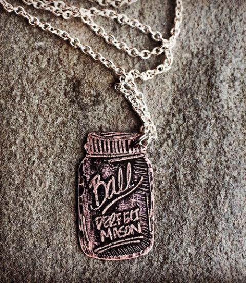 54ebad2e88b22_-_mason-jar-necklace-xln