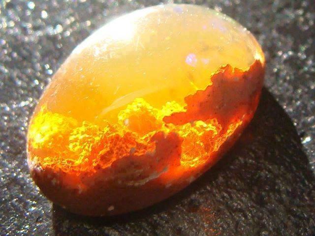 камень опала