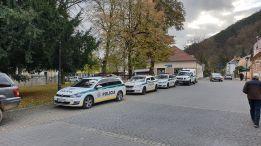Tisovec, policajné autá