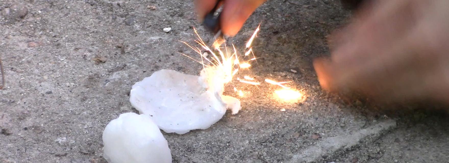 Como fazer uma isca de fogo de algodão e parafina?