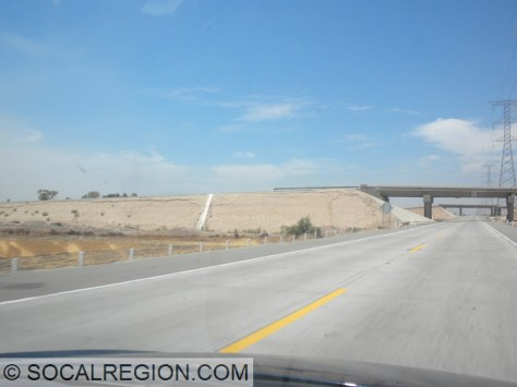 East of the fault, bridge embankments on the Hwy 2 Mexicali Bypass show signs of settling.