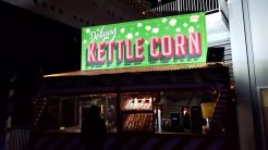 Popping kettle corn