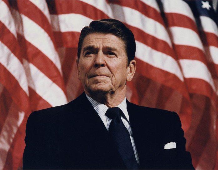 Reagan-perioden begynder med valget af Ronald Reagan til præsident i USA., se 4. november nedenfor.