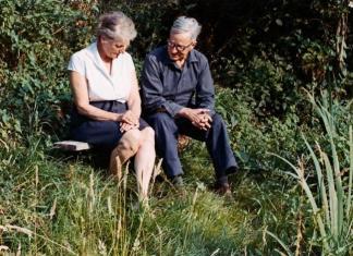 Hans Scherfig ses her sammen med sin elskede Liesl, den østrigske maler og kommunist Elisabeth Karlinsky, som han blev gift med i 1931, samme år, som han debuterede som maler. Foto: Det KGL. Bibliotek.