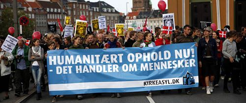 Demonstration for Kirkeasyl. Foto: Mark Knudsen/Monsun