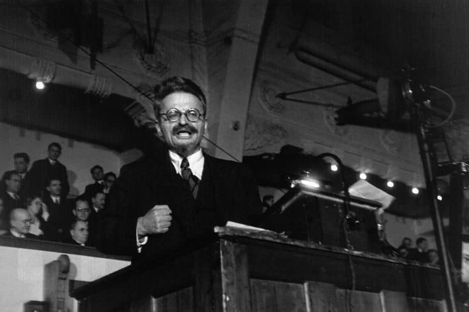 Trotski taler i Idrætshuset, København 27. november 1932. Foto Robert Capa.
