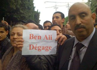 Unrest culminates all over Tunis with one clear message from protesters of all ages: President Ben Ali must leave, 14 Jan 2011. (VOA Photo/L. Bryant)