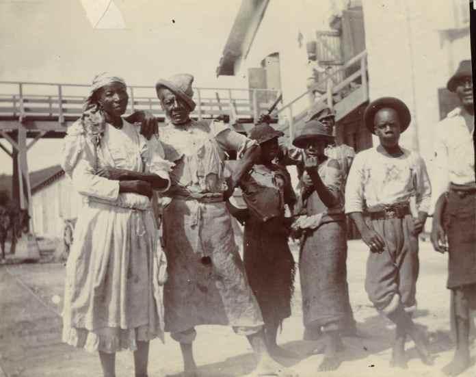 Kvindelige arbejdere på St. Croix. Foto: Centralfaktoriets Saftstation, Skt. Croix, 1903 (M/S Museet for Søfart, arkiv)