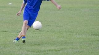 サッカーの基本はドリブルから始まる