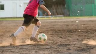 サッカーのドリブルにおける理想的な姿勢とは?