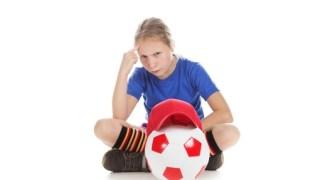 サッカーボールへの空気入れ針の刺し入れ方と空気の抜き方!