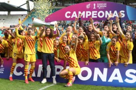 epa08205573 Barcelona's players celebrate after defeating Real Sociedad in the women's Super Cup final game at Hemantico Stadium, in Salamanca, northern Spain, 09 February 2020. FC Barcelona won 10-1. EPA-EFE/JM GARCIA