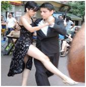 Scène de rue à Buenos Aires : le tango est argentin