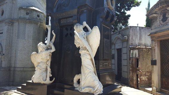 Quelques tombeaux plus ou moins spectaculaire du cimetière_photo de Rémy