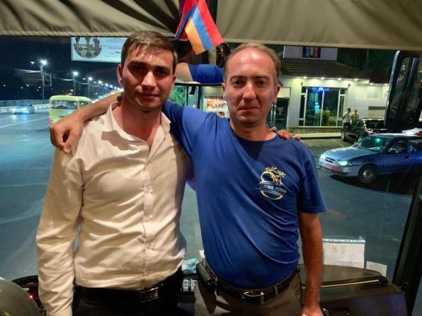 Armen notre chauffeur et Samvel notre guide. Il y a deux semaines, ils ne se connaissaient pas. Aujourd'hui, «nous sommes amis pour la vie» (Samvel).