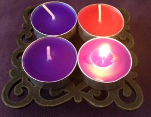Photo of Advent wreath with first candle lit